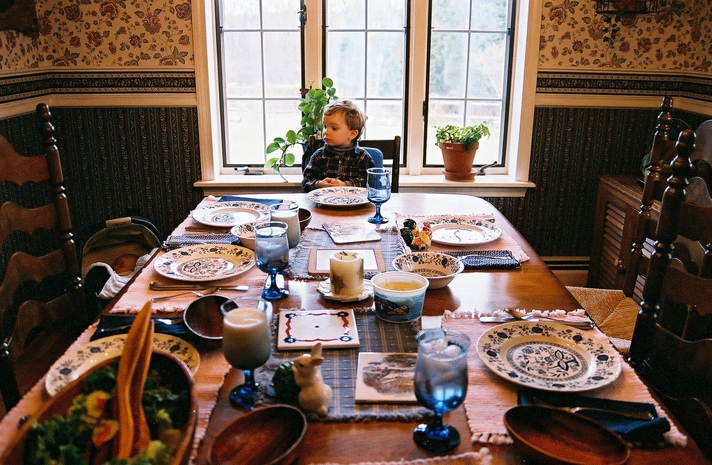 the importance of family meals Just a generation ago, the family dinner was a universal ritual every evening  families gathered to eat a home-cooked meal, share their day and.